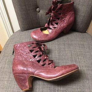 Anthropologie Gee Wawa burgundy lace up heels sz 7